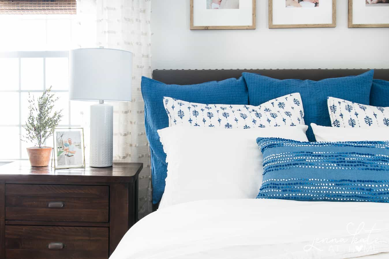Coastal bedroom with shades of blue and white