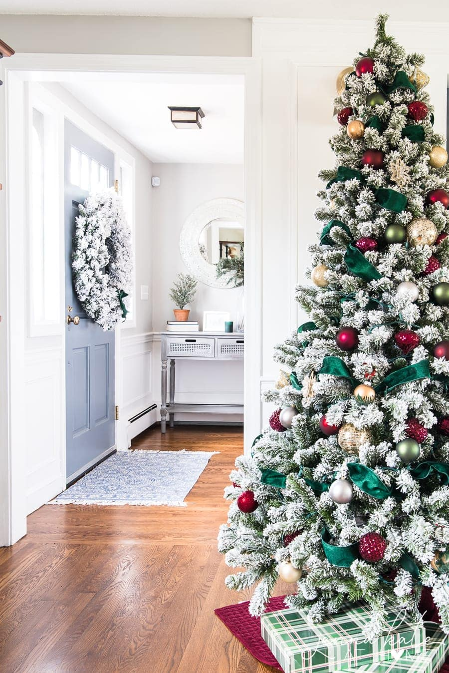 How to make a Christmas tree look expensive