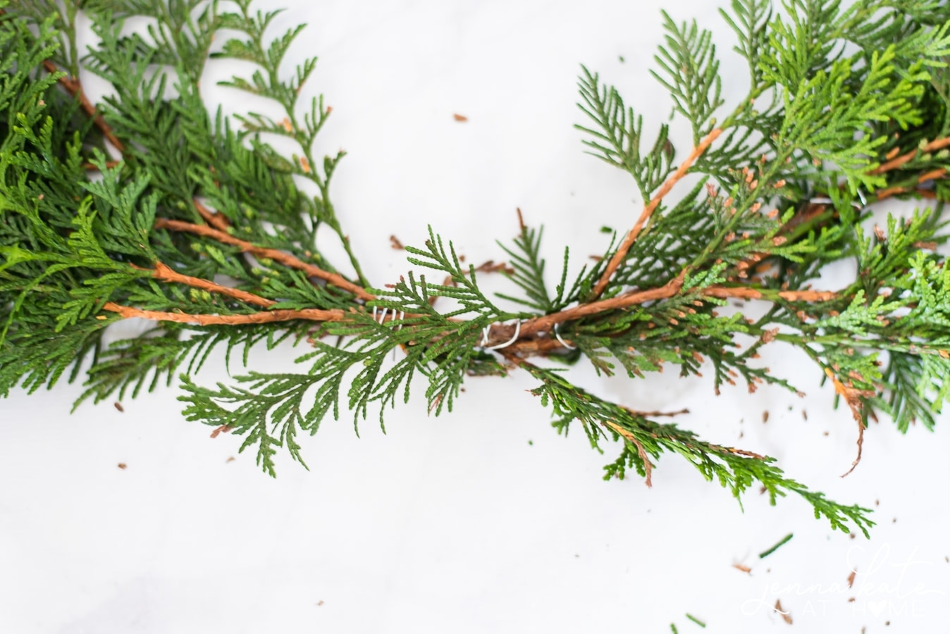 How to make a simple evergreen Christmas wreath