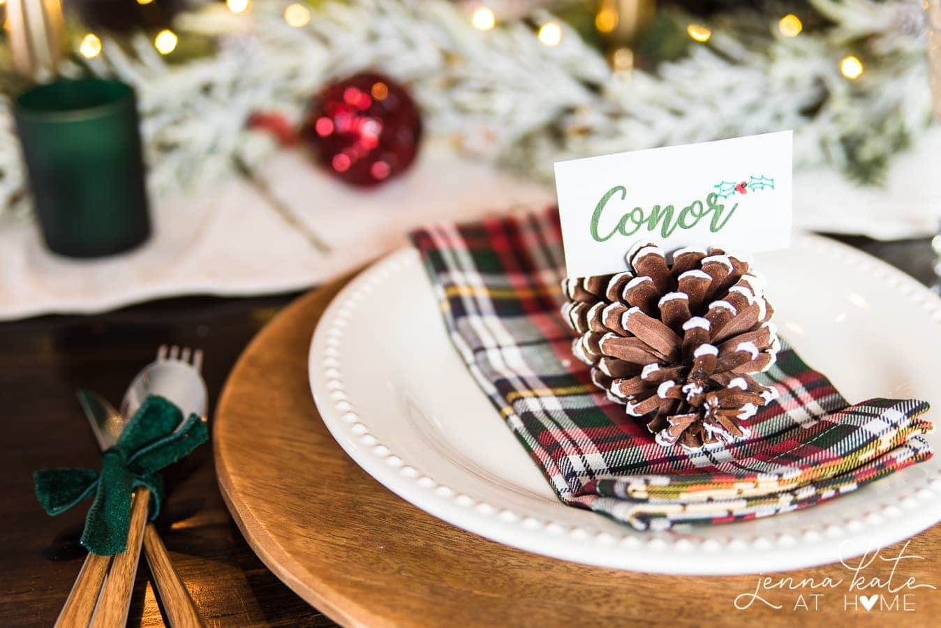 Simple Christmas table setting ideas