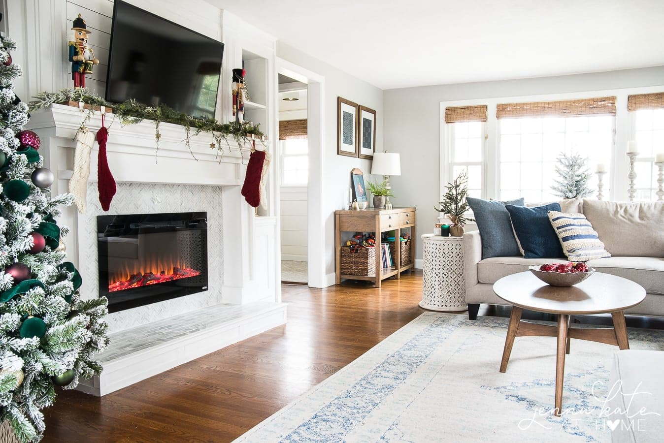 easy and elegant Christmas decor in the living room
