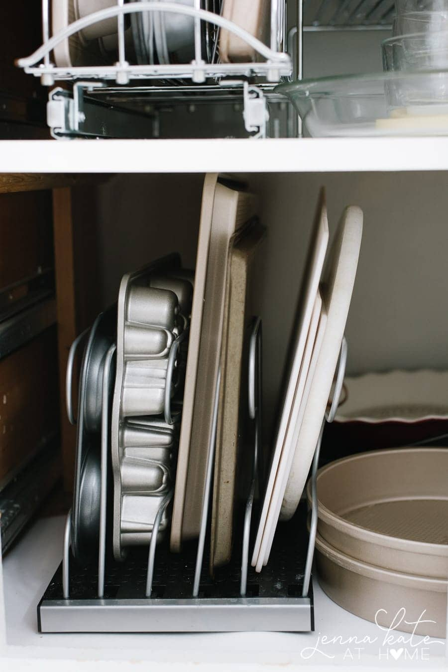 How to organize kitchen cabinets and drawers