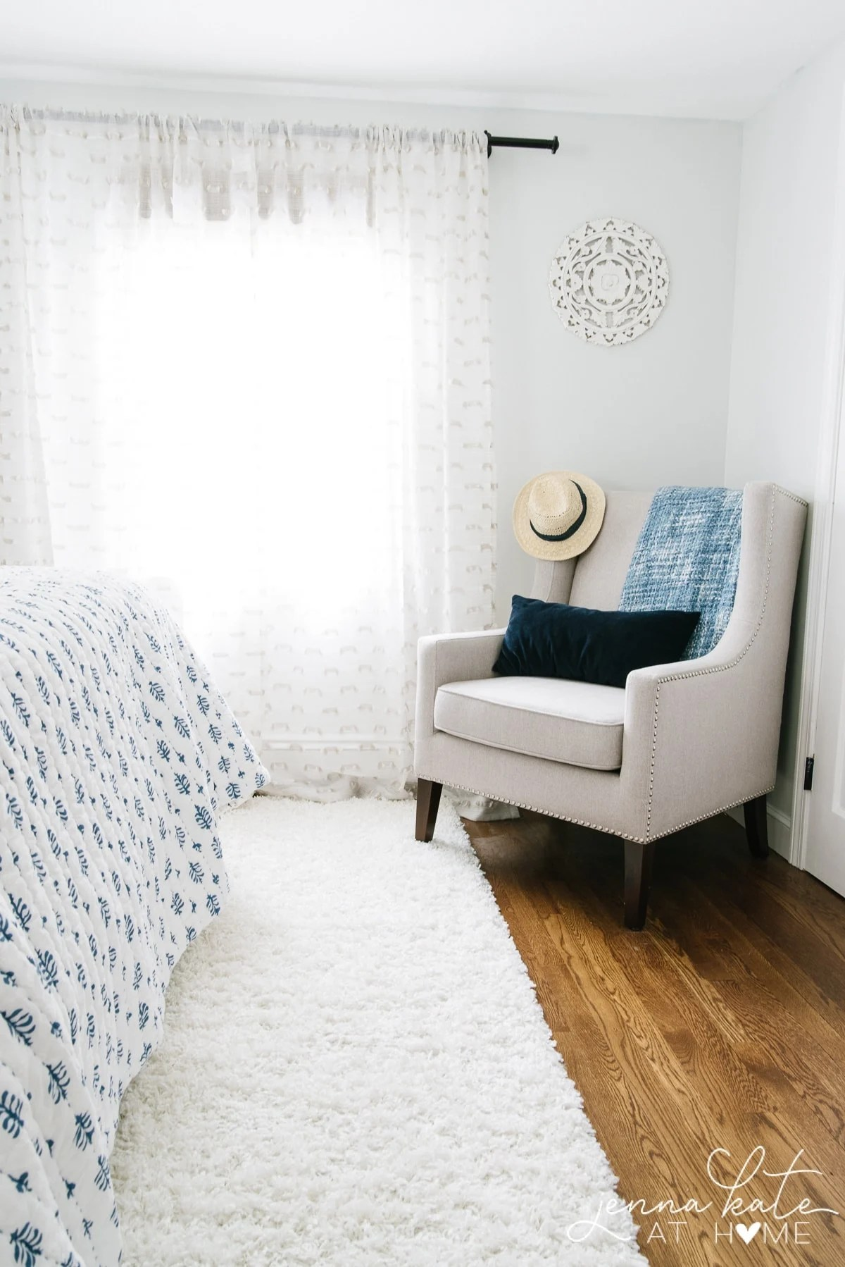 Simple 2019 summer decor ideas for the master bedroom