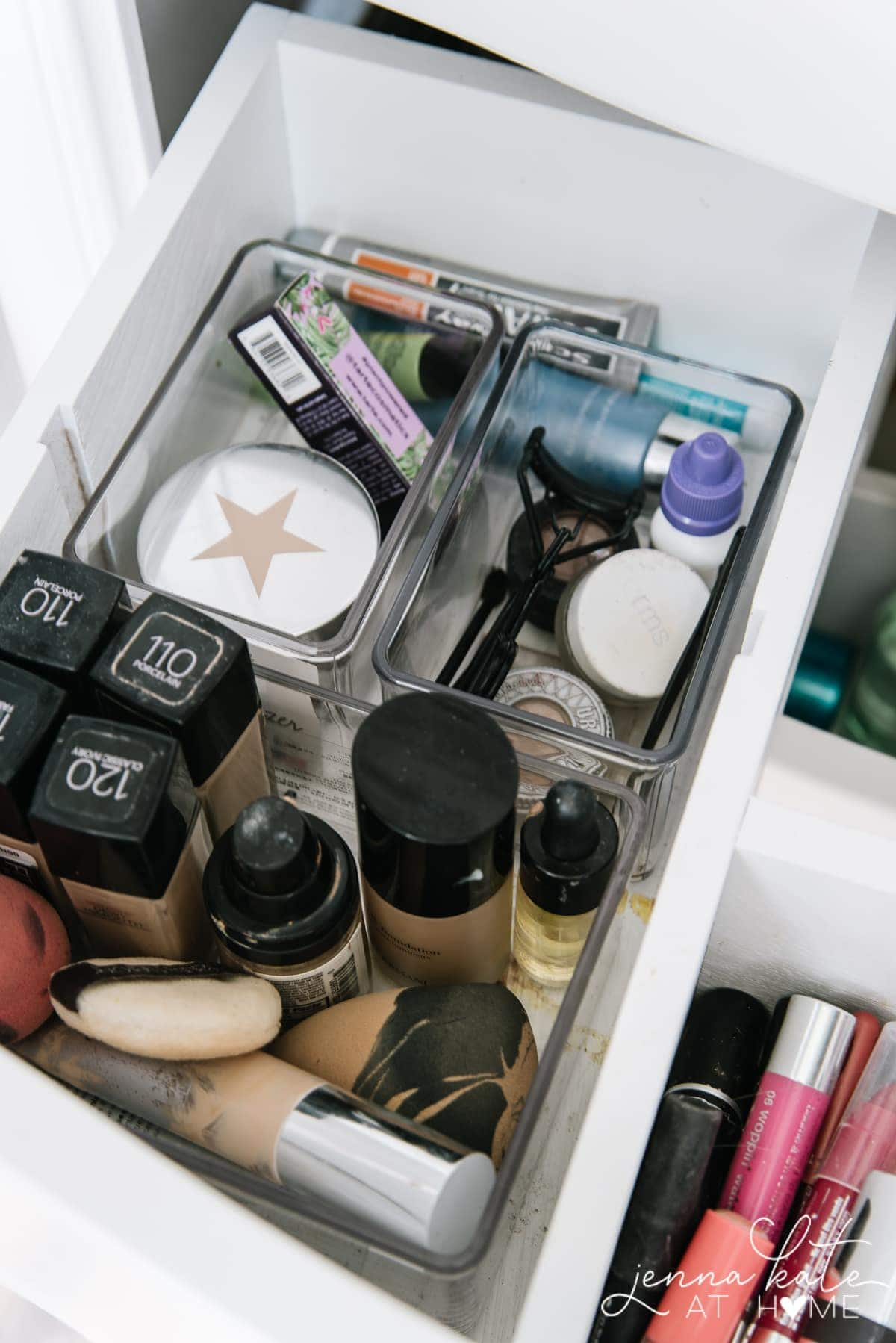 how to organize a bathroom drawer