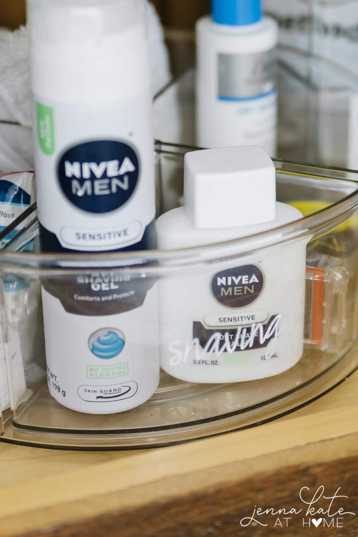 Tips and ideas for organizing a bathroom cabinet