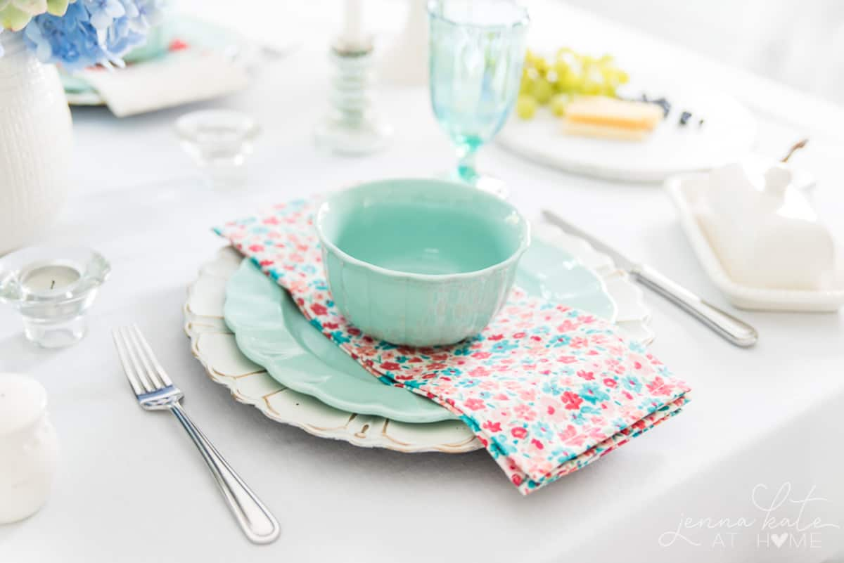 This vintage chic Sping tablescape is the perfect way to add color to your dining room, with bright pastels and florals