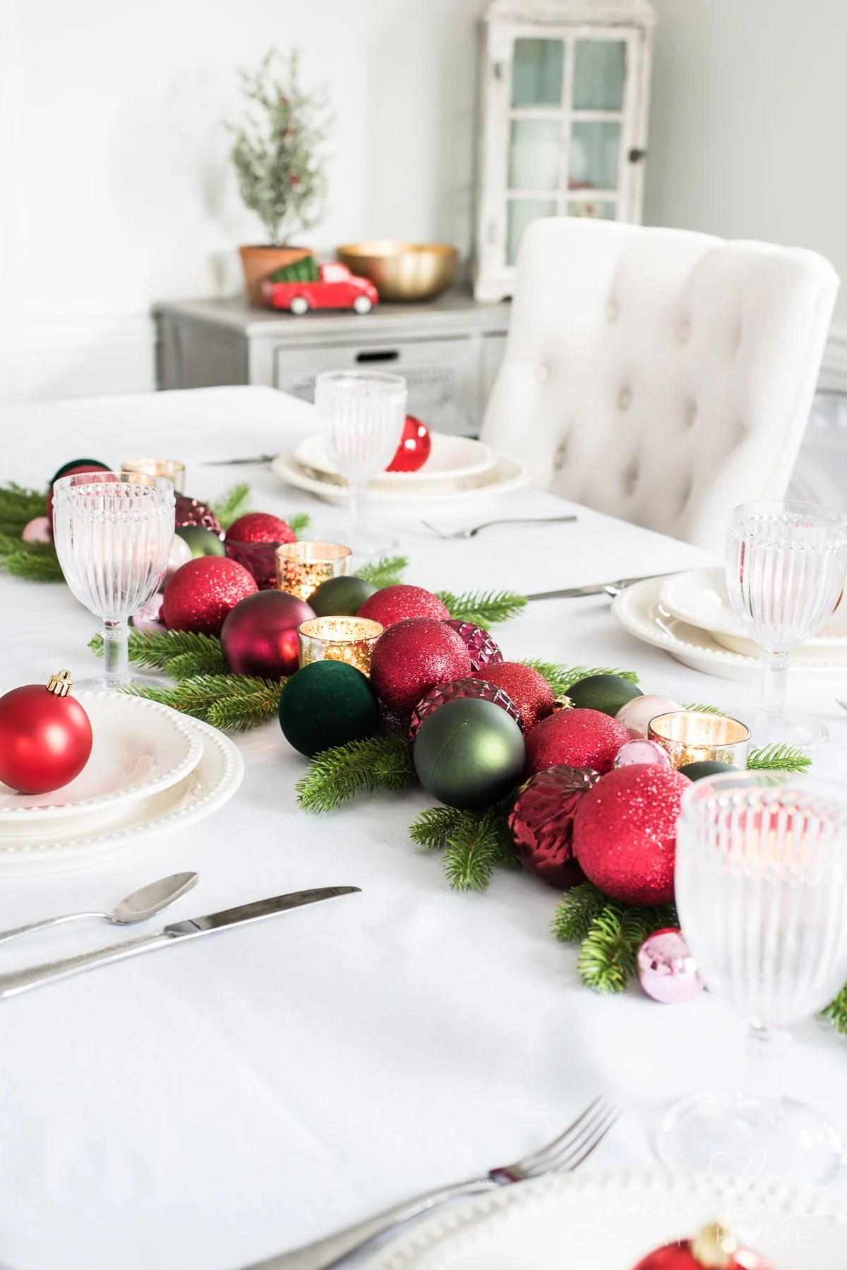 Quick and easy Christmas table decorations