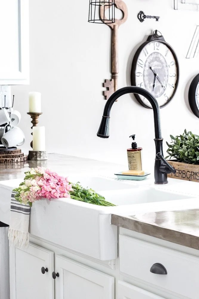 farmhouse sink with oil rubbed bronza faucet