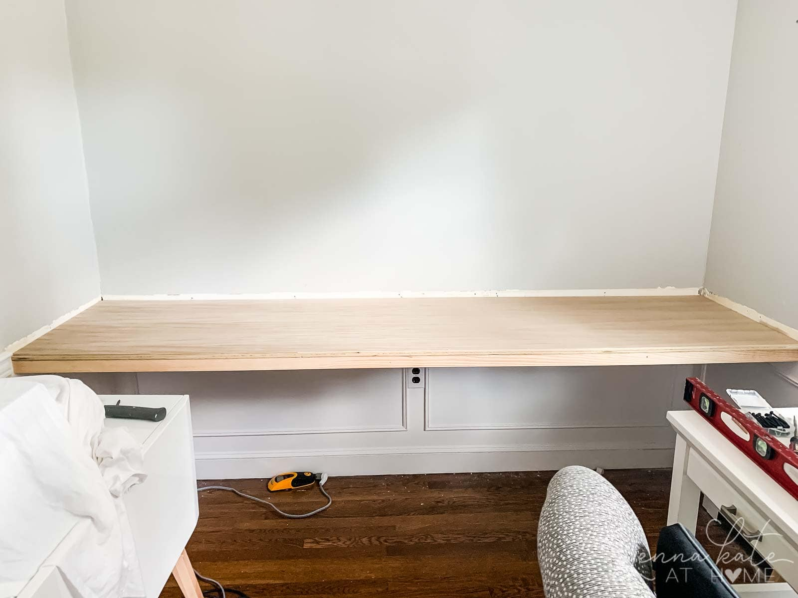 diy floating desk office nook 1 2