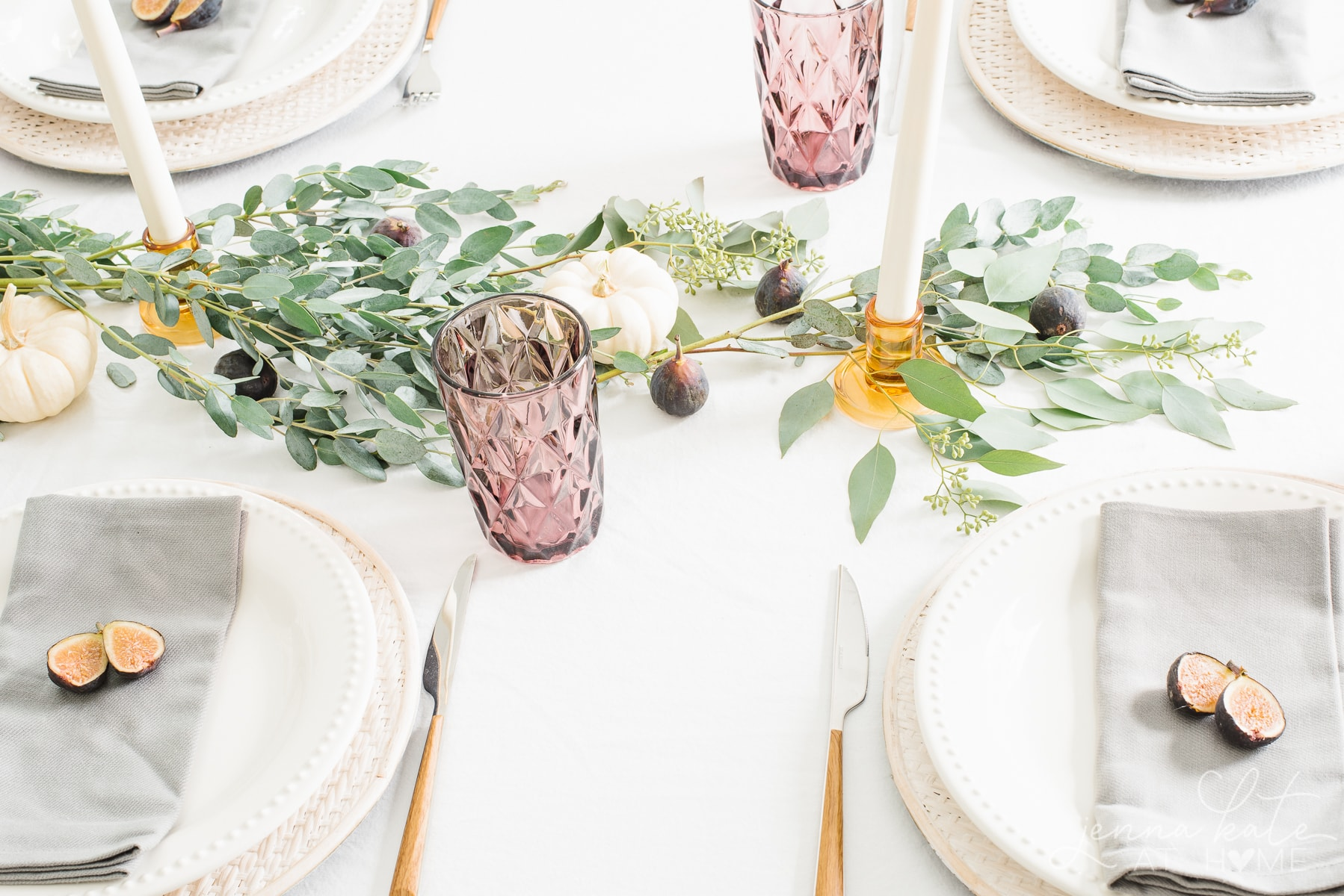 Natural fall tablescape idea