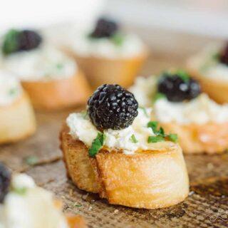 blackberry goat cheese crostini