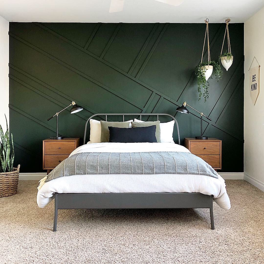 Benjamin Moore dark green bedroom walls
