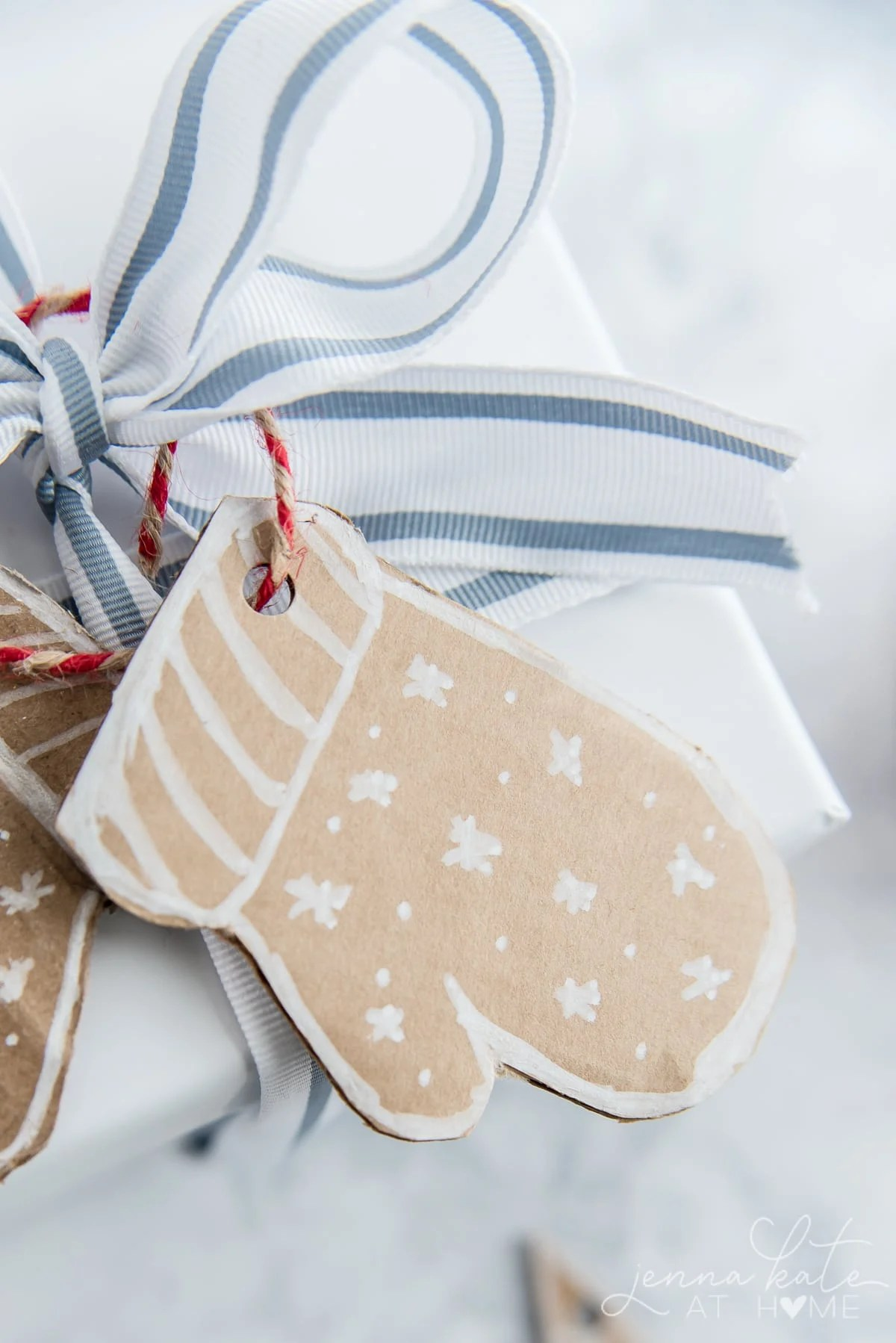 Cardboard mitten gift tag with white marker decorations