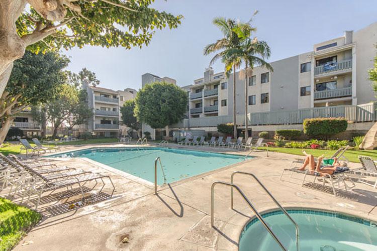 Airbnb Playa del Rey condo, pool and jacuzzi