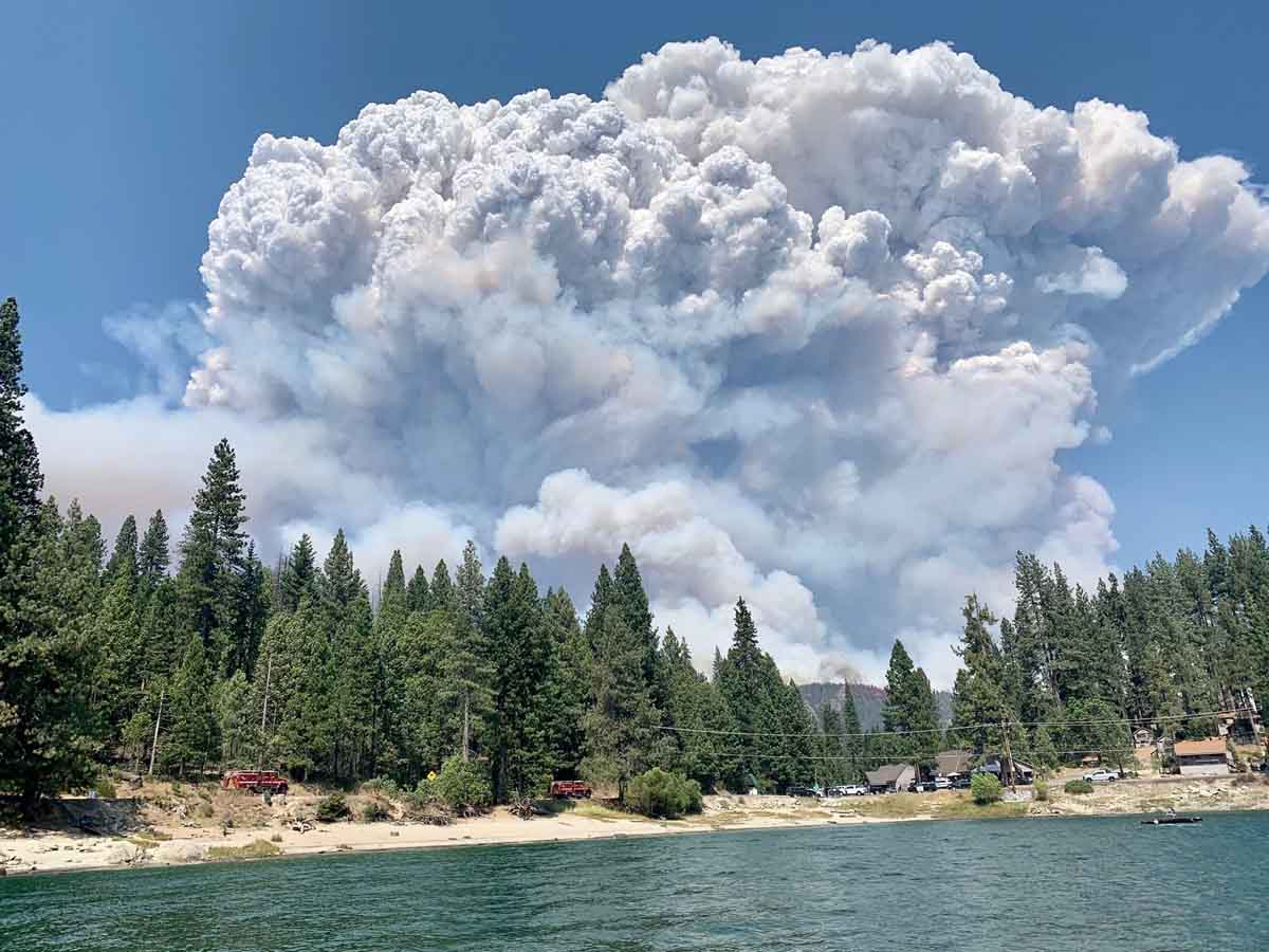 Creek Fire burning in the Sierra National Forest