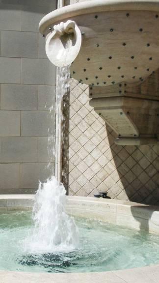 LA-fountain-tiffanys