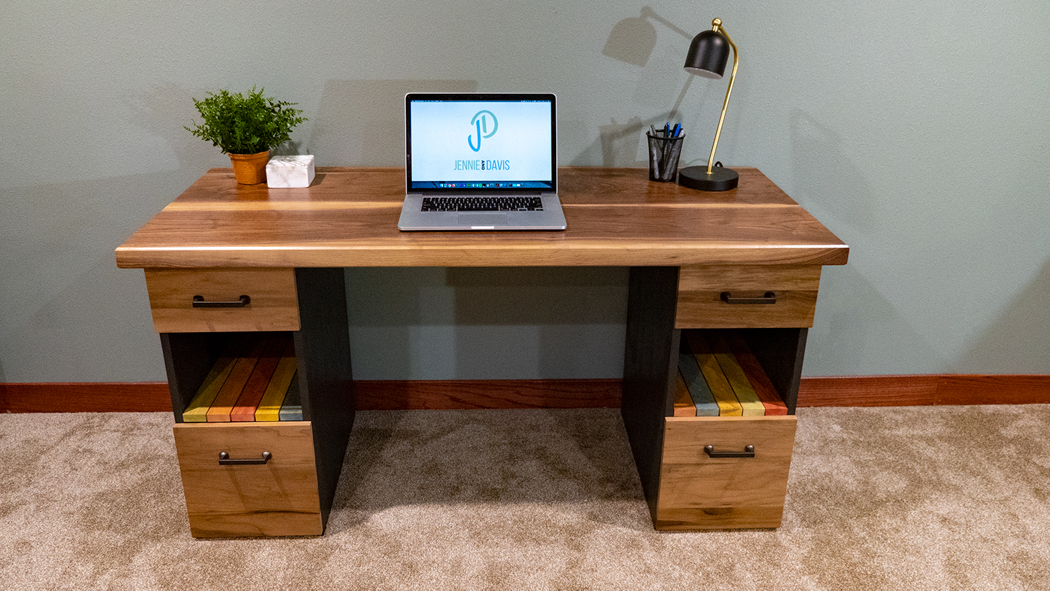 How to Sell a Desk to a Friend