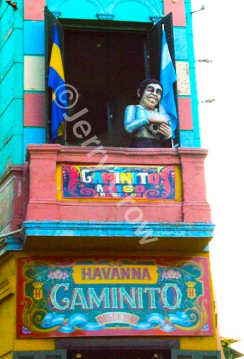 In Caminito, faux people hang out on balconies