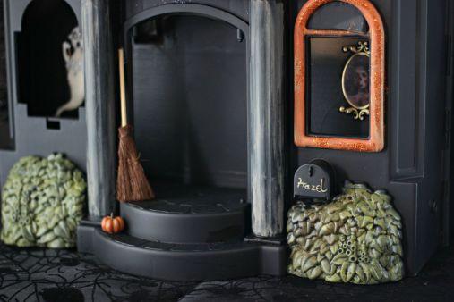 Cheap Halloween decorations from JenniferDecorates.com