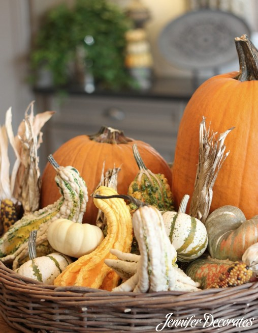 Fall table decorating ideas from Jennifer Decorates.com