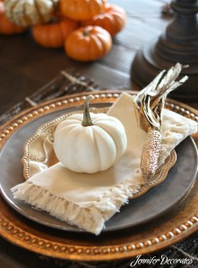 Fall Table Decorations – Budget Friendly Ideas