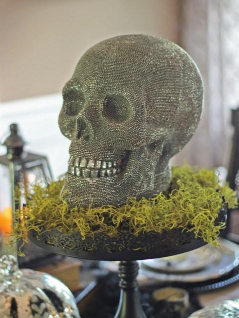 Halloween table decorations from Jenniferdecorates.com