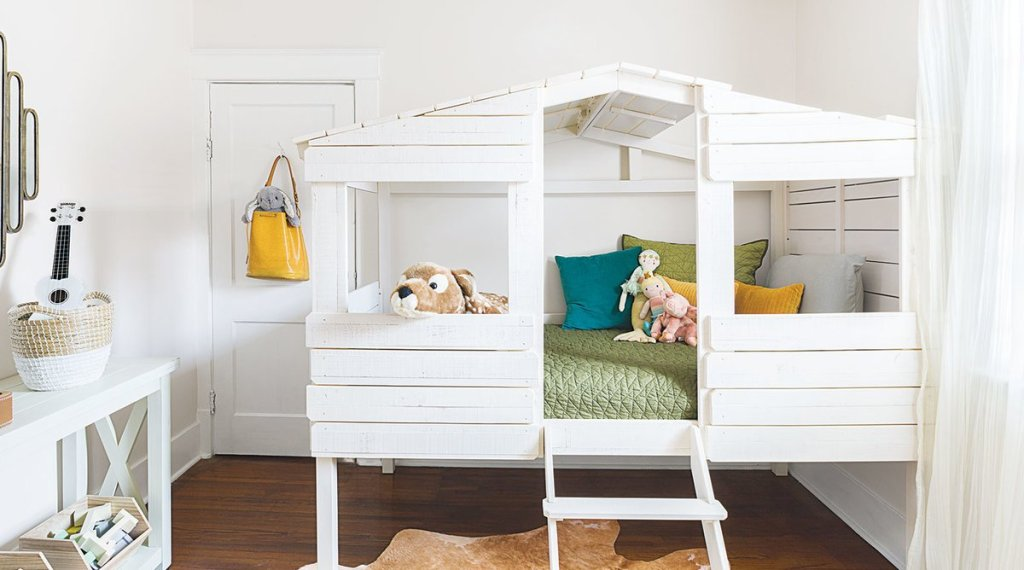 organize a child's bedroom