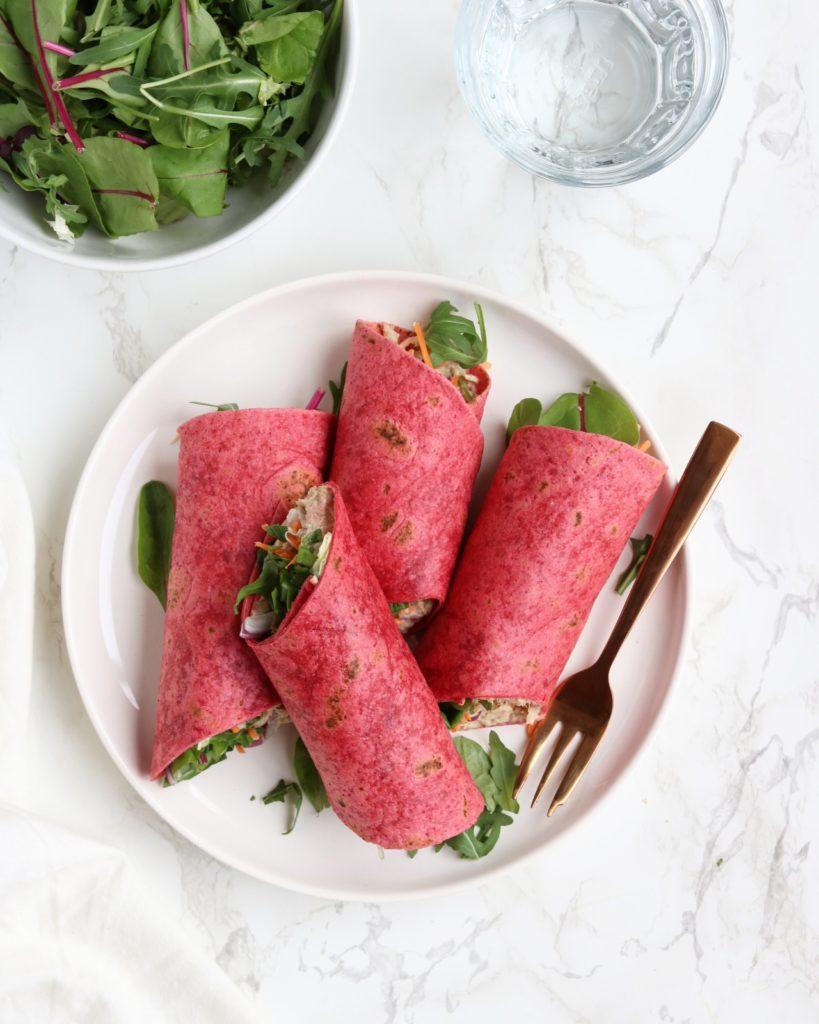 Zin in een lekkere, snelle en gezonde lunch? Deze bietenwraps met spicy tonijn got it all! Super lekker, vol met eiwitten en groenten én ze zijn binnen no time gemaakt!