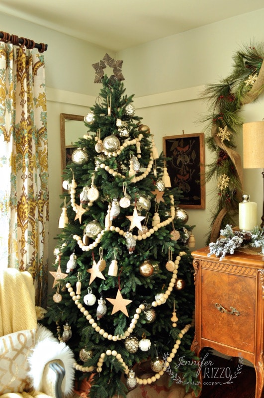 10 Ways To Creatively Decorate Your Christmas Tree