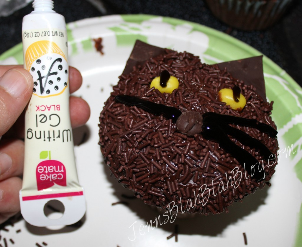 Make Halloween cupcakes for kids