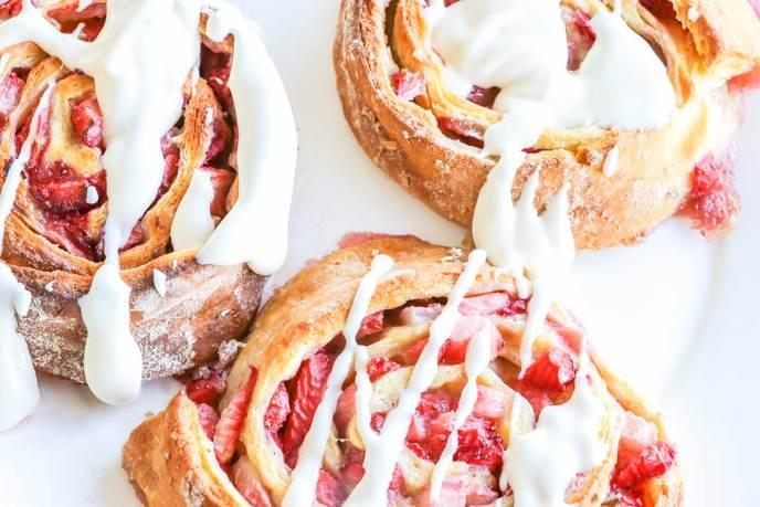 strawberry cheesecake rolls