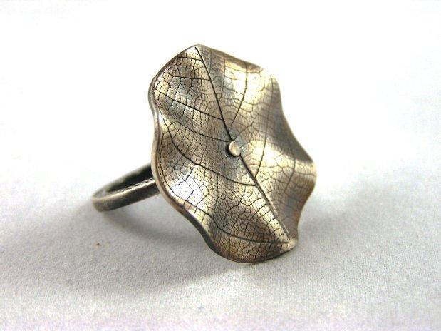 wavy leaf ring