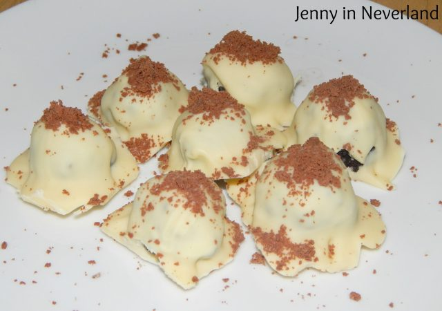 No-Bake White Chocolate and Oreo Truffles 11