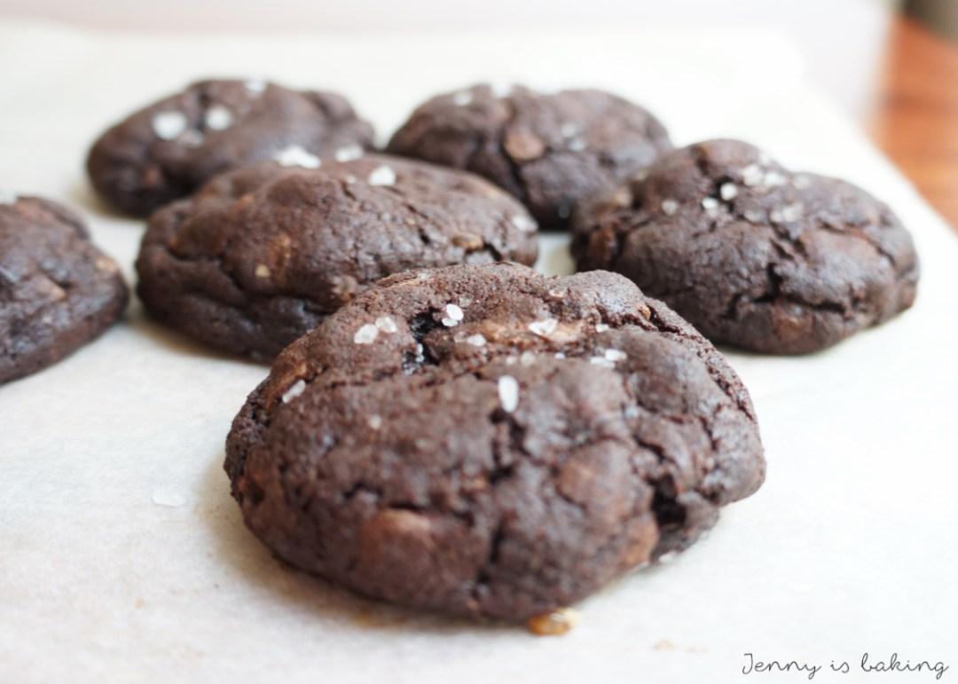 salty dark chocolate cookie with caramel