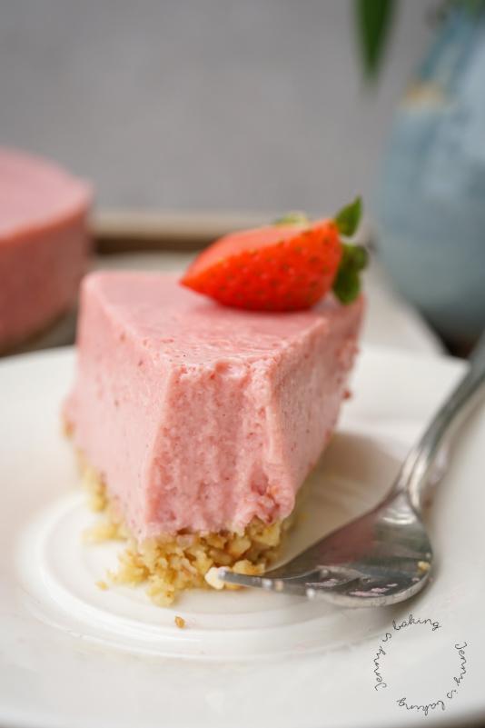 Gesunde Erdbeer-Joghurttorte mit Mandelboden