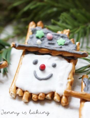 Weihnachtsmänner mit Salzstangen