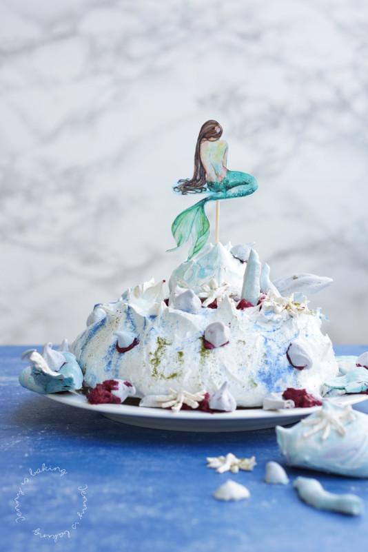 Meeres-Pavlova mit einer Meerjungfrau