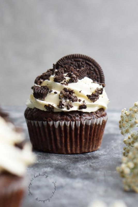 vegan oreo cupcake