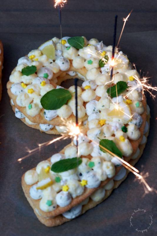 Letter Cake mit Biskuit und Zitronen-Minzcreme