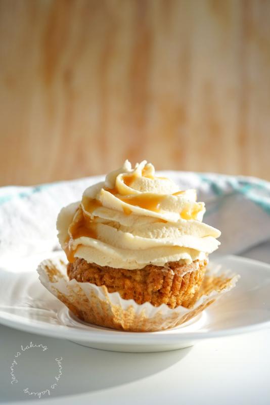 Saftige Apfel-Cupcakes mit Karamellsahne