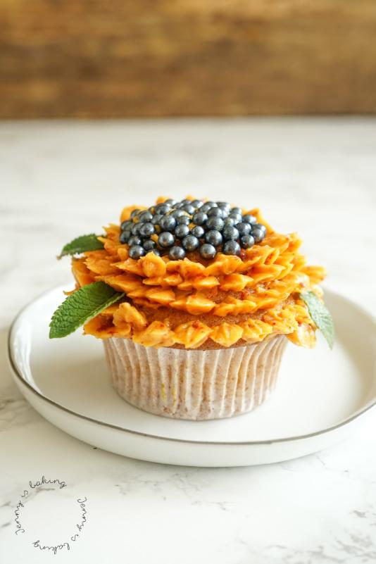 Eine Sonnenblume aus Buttercreme
