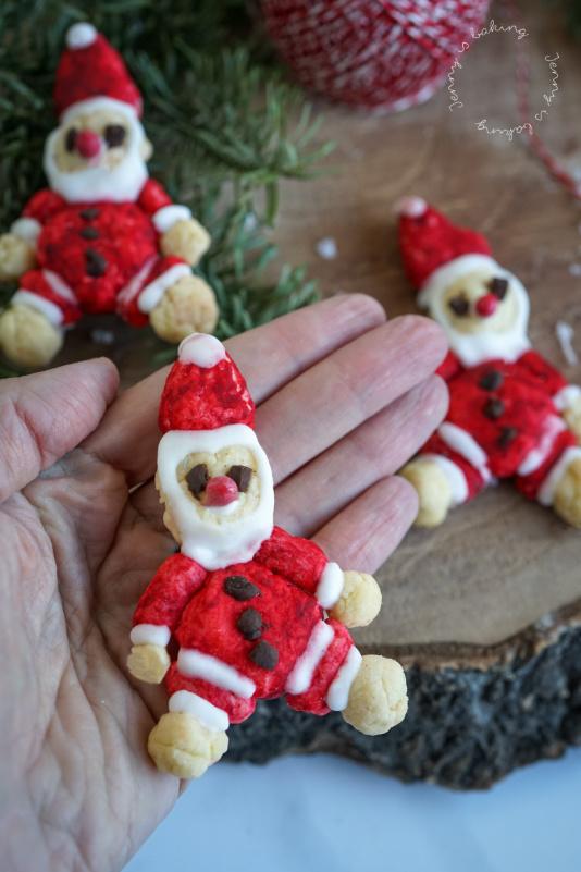 Süßer Nikolaus aus Mürbeteig mit Eiweißglasur