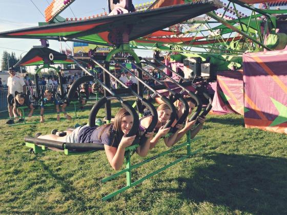 kids on rides at the Washington State Fair