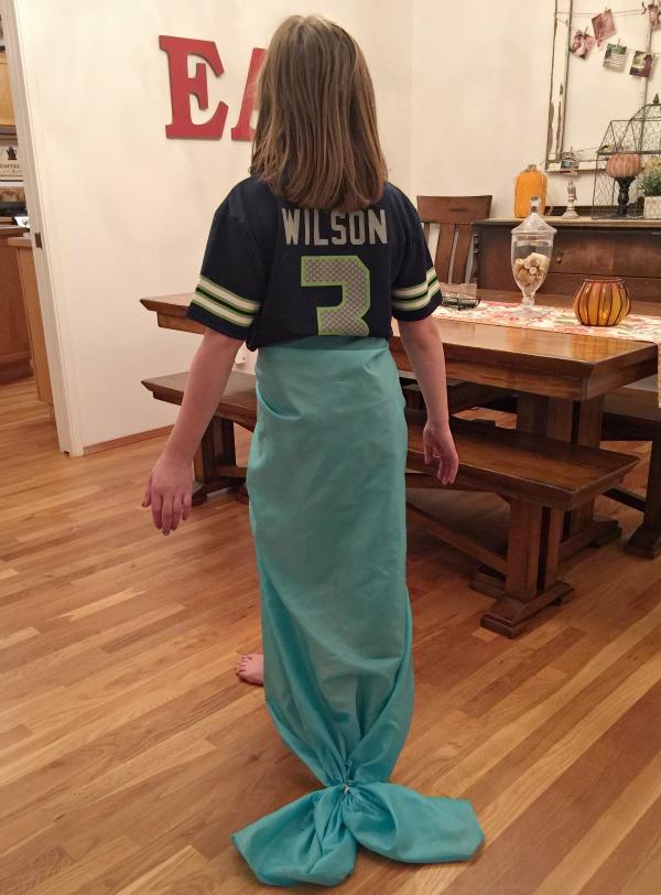 no-sew mermaid tail via @jennyonthespot