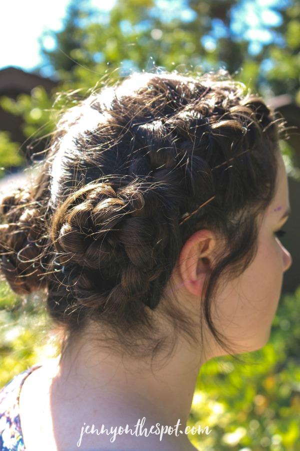 Summer Solutions: Six Easy Summer Hair Tricks via @jennyonthespot