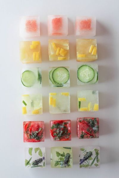 Fruit Ice Cubes (11 Ways to Impress Guests at Your Outdoor Party! via @jennyonthespot)