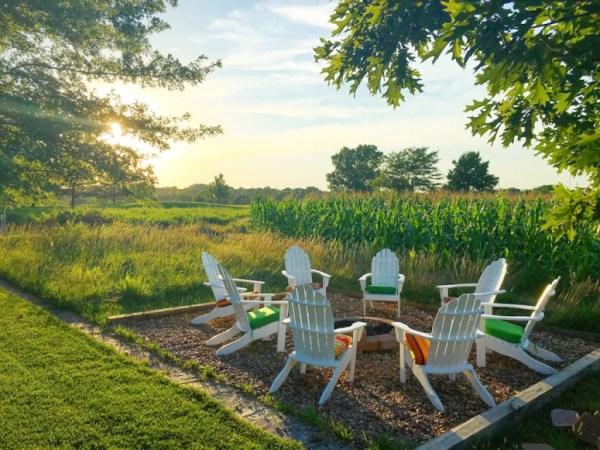 10 Beautiful Backyard Escape Ideas - firepit