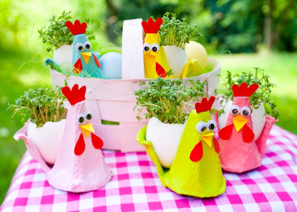 Cute hens and egg holders via Wundertutchen