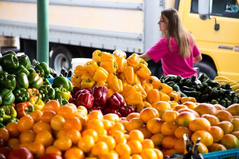 Woman shopping at farmer's market
