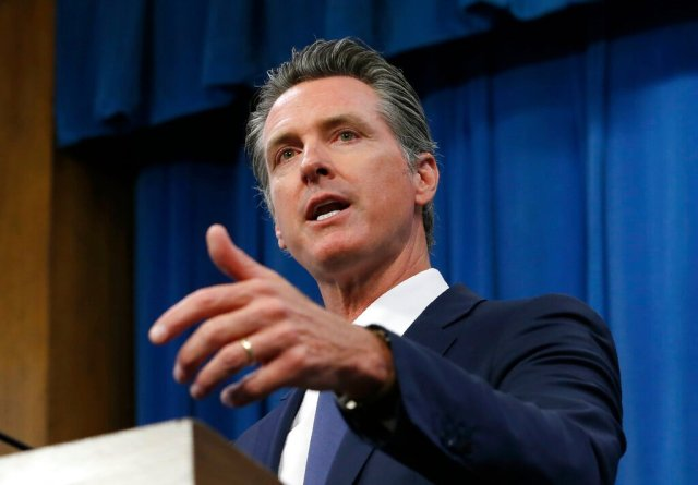 "加州州长签署""恋童癖法案"",减轻鸡奸未成年人的处罚 Gov. Gavin Newsom Signs Bill Reducing Penalties for Sodomy with Minors"